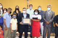 Vereadora Neguinha da Santa Casa faz homenagens e entrega título de cidadania